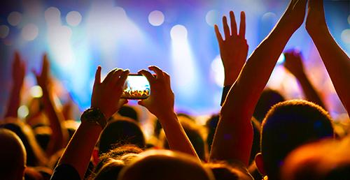 cellphone-at-concert